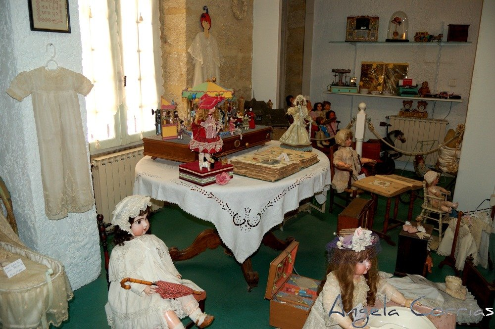 Getting lost in a dolls' house in L'Isle sur la Sorgue